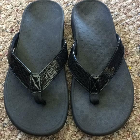 d486bf3153ab8 Vionic Orthaheel women s flip flops size 9 black
